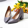 Модельні сірі лілові жіночі туфлі човники на фігурному підборі в асортименті, фото 9