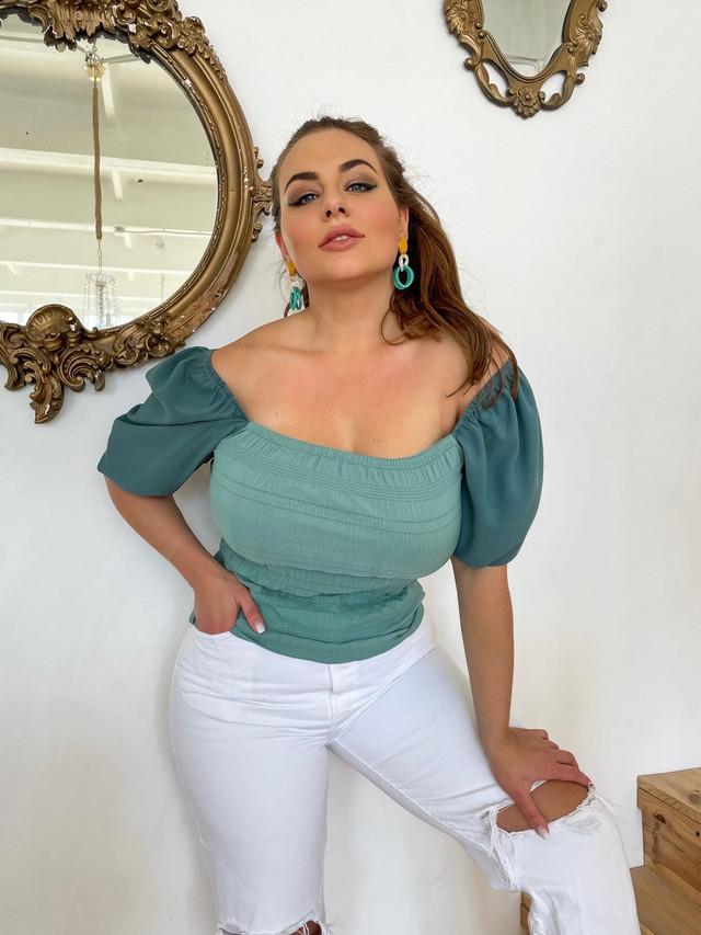 Женская однотонная блузка с открытыми плечами и рукавом-фонариком