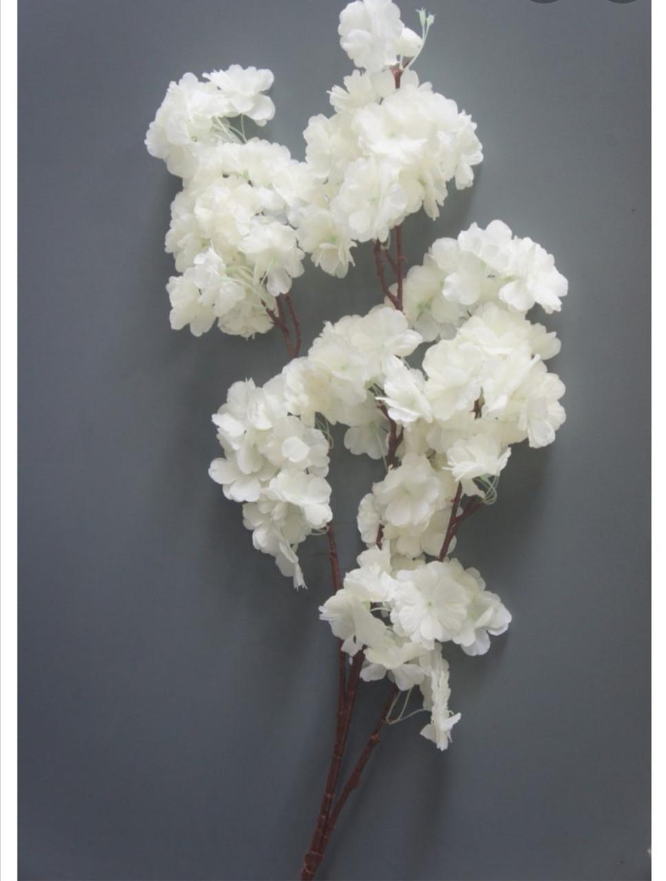 Искусственные цветы. Ветка сакуры, белоснежная.