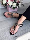 Жіночі босоніжки через палець з камінням білі чорні бежеві, фото 5