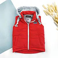 Теплые жилетки со сьемным капюшоном на синтепоне оптом крассные  116-134 (4шт)
