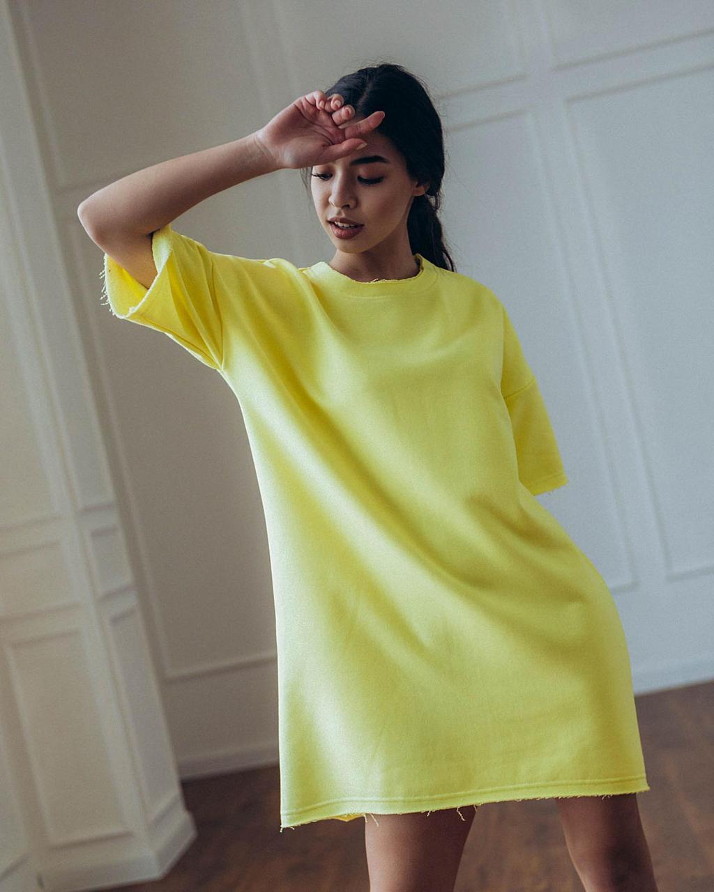 Платье женское Кайли оверсайз лимонного цвета. Классическое женское платье Кайли лимонное.