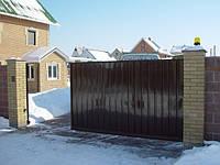 Откатные ворота. Зашивка — ПРОФНАСТИЛ (вертикальное исполнение), Киев.