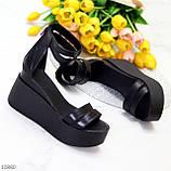Ультра модные черные кожаные женские босоножки натуральная кожа на танкетке платформе, фото 2