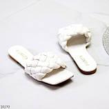 Актуальні білі фактурні жіночі шльопанці шльопанці в асортименті, фото 3