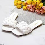 Актуальні білі фактурні жіночі шльопанці шльопанці в асортименті, фото 7