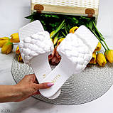 Актуальні білі фактурні жіночі шльопанці шльопанці в асортименті, фото 10