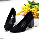 Оригінальні жіночі чорні туфлі на підборах 8,5 см еко - замша, фото 3