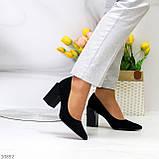Оригінальні жіночі чорні туфлі на підборах 8,5 см еко - замша, фото 2