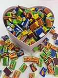 Жуйки Love is... в подарунковій упаковці 200 шт фіолетова коробочка, фото 2