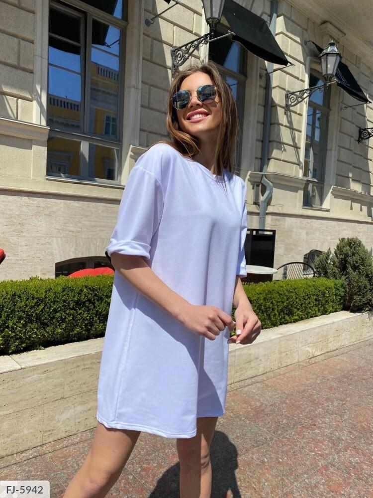 Однотонное платье -футболка свободного кроя