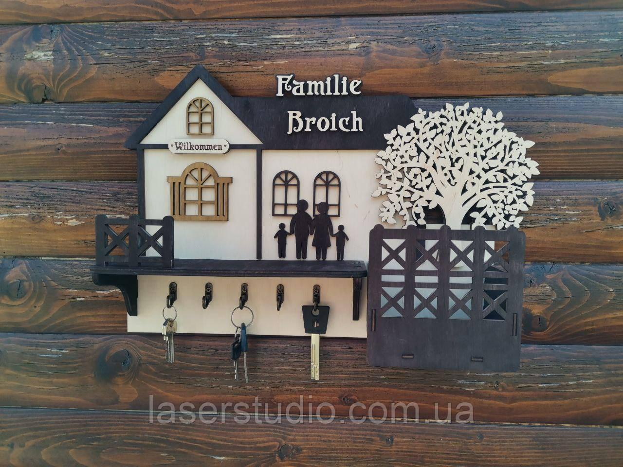 """Ключниця """"Великий будинок з деревом"""" Дерев'яна настінна ключниця Ключниця з дерева з полицею 44*30см"""