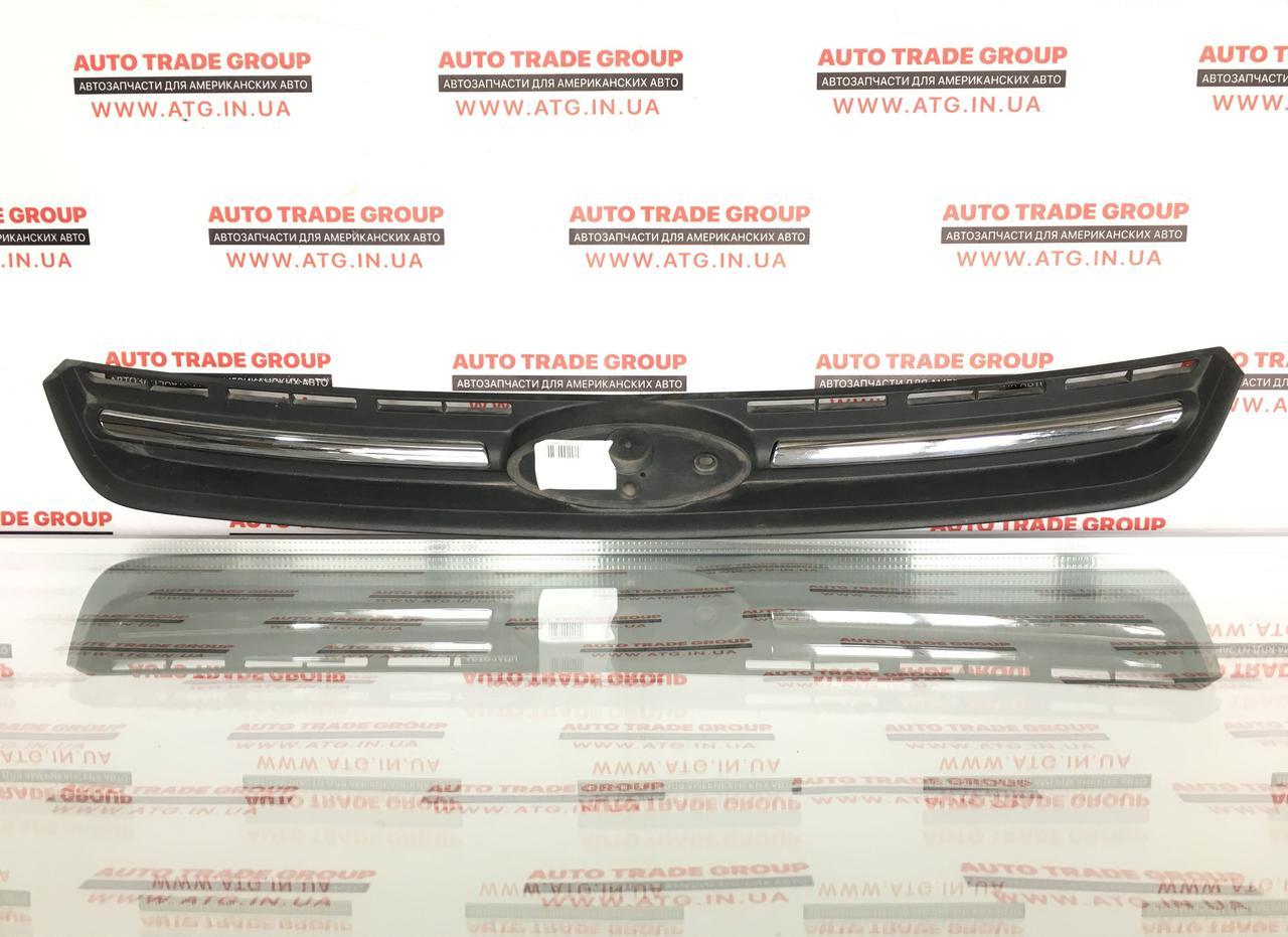 Решетка радиатора grill Ford Escape USA 13-16 эмблема Titanium  оригинал б/у CJ5Z-8200-EA