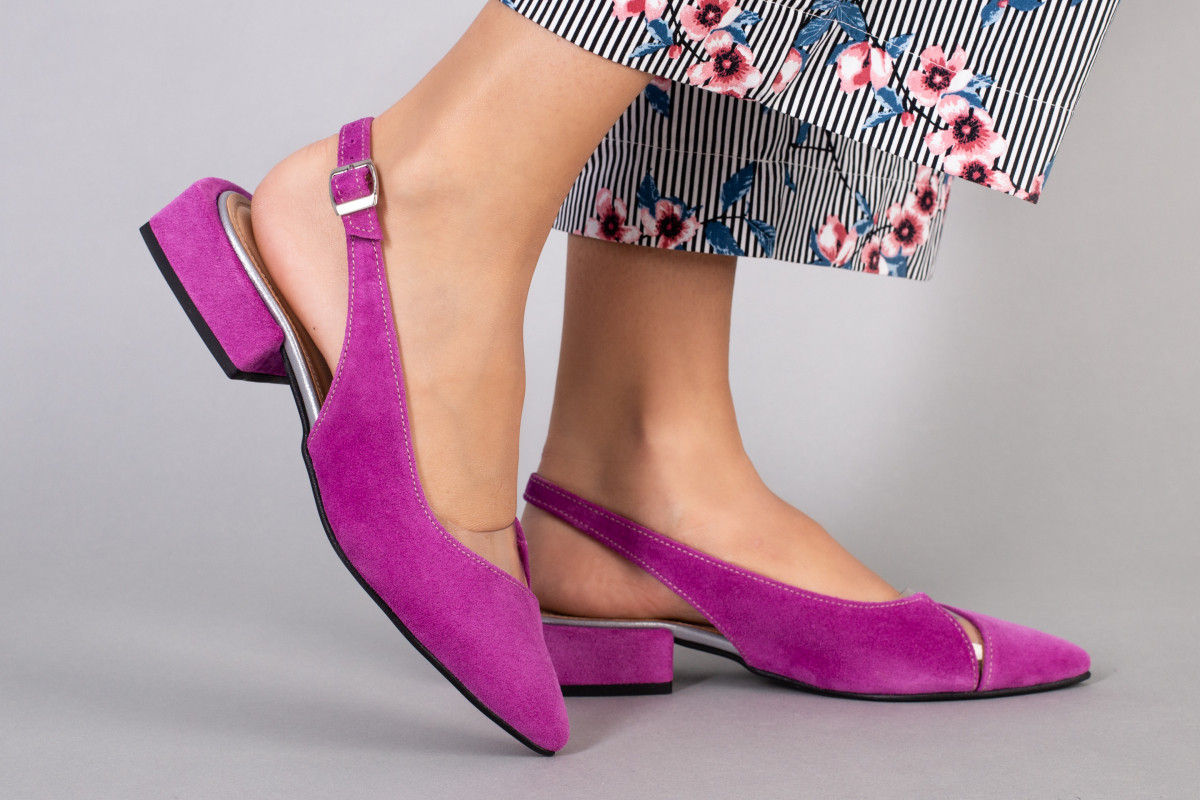 Босоніжки жіночі замшеві кольору фуксії з силіконовою вставкою