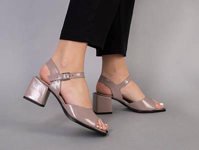 Босоножки женские кожа наплак бежевые на каблуке