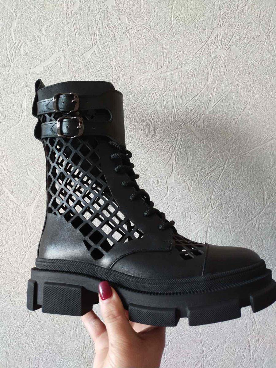 Ботинки женские кожаные черного цвета летние с перфорацией
