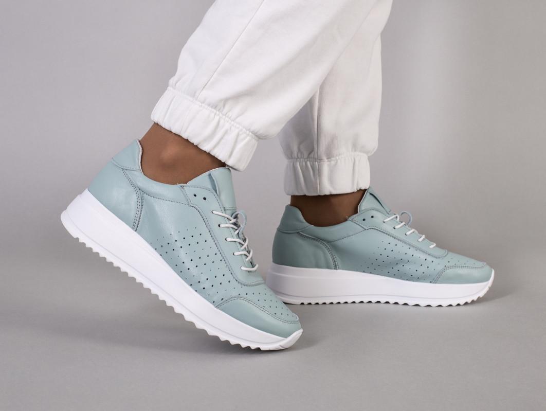 Кросівки жіночі шкіряні сіро-блакитного кольору з перфорацією