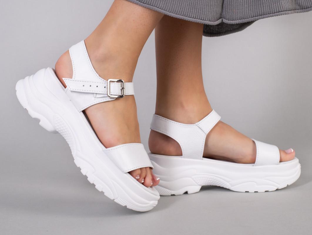 Босоніжки жіночі шкіряні білі на білій підошві