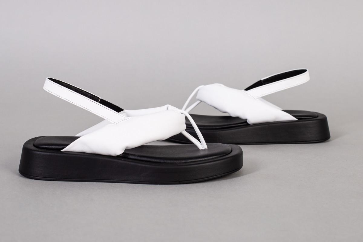 Босоножки женские кожаные белые на черной подошве