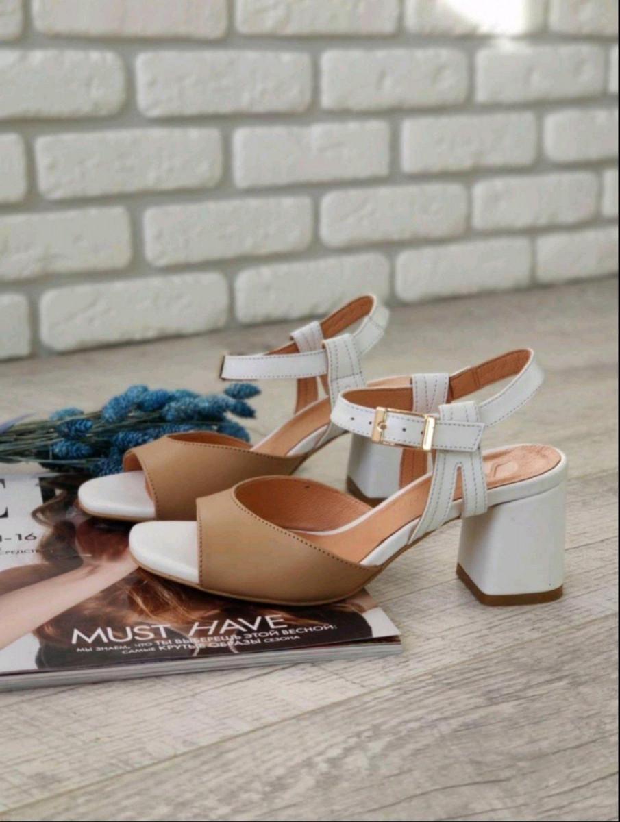 Босоножки женские кожаные белый и карамельный цвет, на каблуке