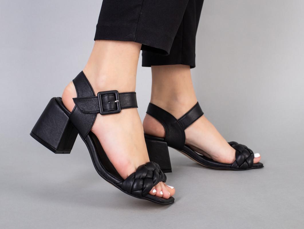 Босоніжки жіночі чорні шкіряні на підборах 5.5 см