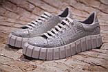 Жіночі шкіряні білі блискучі кросівки з написами, фото 2