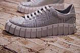 Жіночі шкіряні білі блискучі кросівки з написами, фото 3