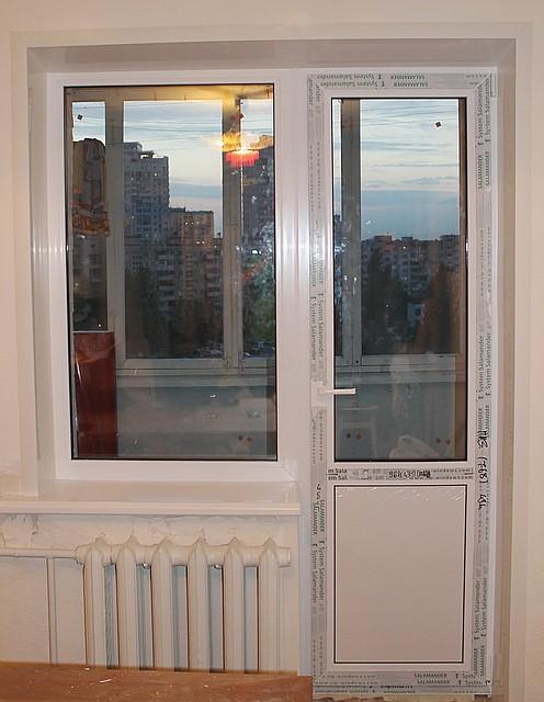 пластиковые откосы из сэндвич панелей на балконный блок