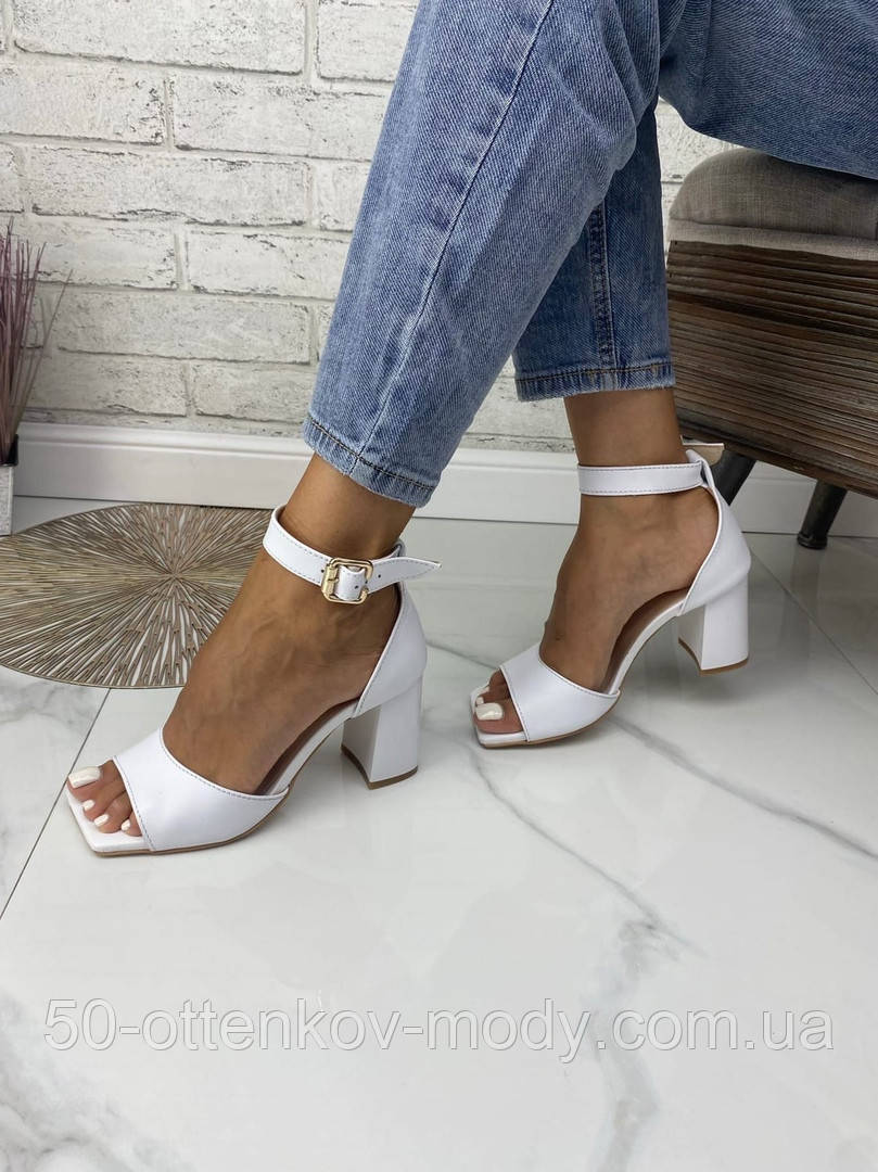 Женские босоножки на каблуке с квадратным носком из натуральной кожи черные белые капучино красные