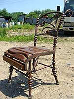 Кованые стулья.