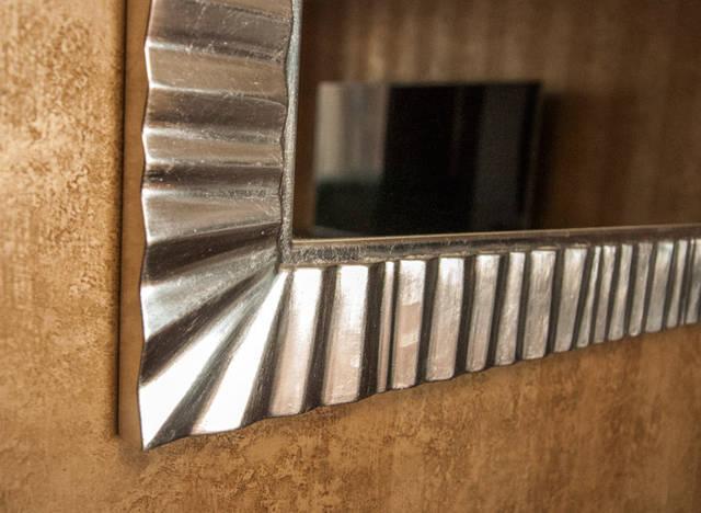 Зеркало с имитацией серебрения поталью.Ширина профиля рамы 70мм.