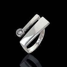 Стильное серебряное кольцо с фианитом 81096 Selenit