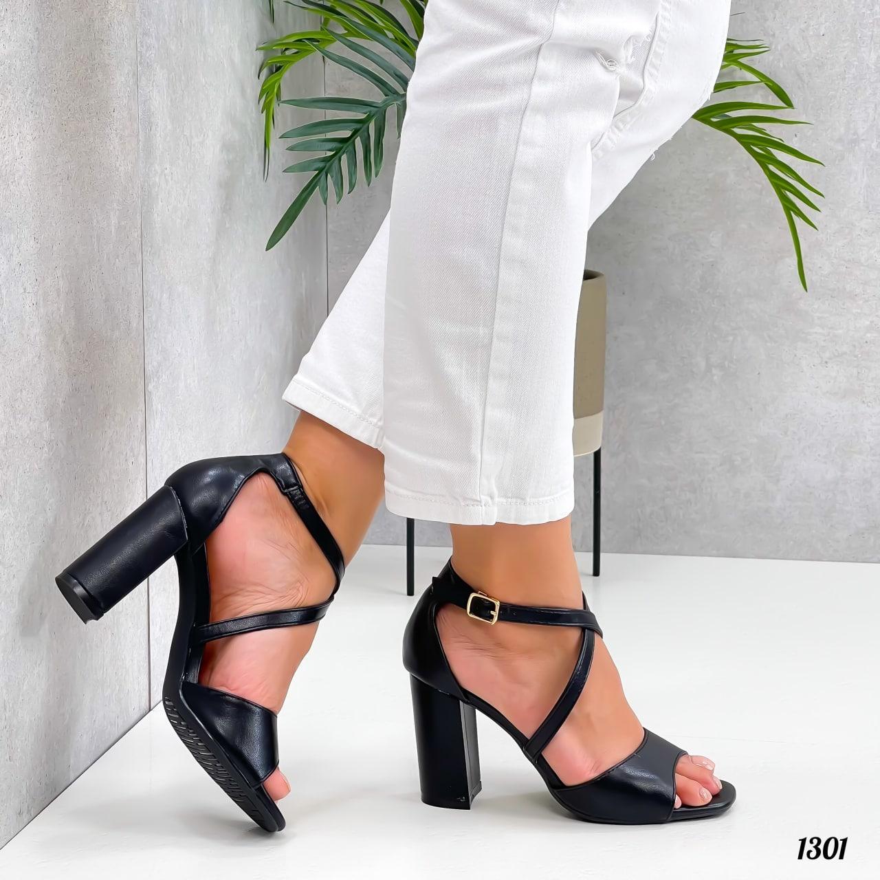 Женские босоножки на толстом высоком каблуке