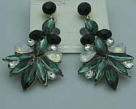 Царские нарядные серьги в зелёных камнях. Оптовые украшения. 281