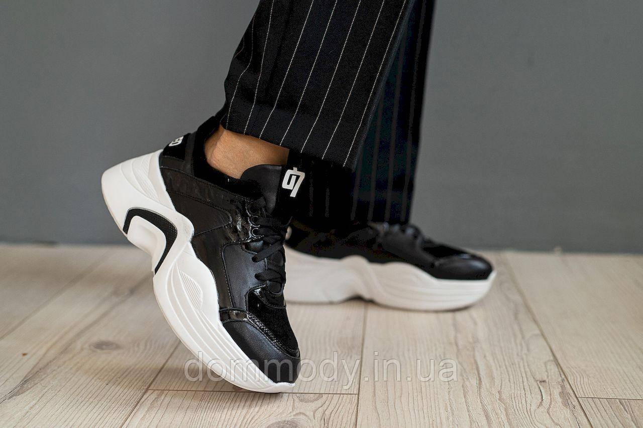 Женские кроссовки в чёрно-белом цвете