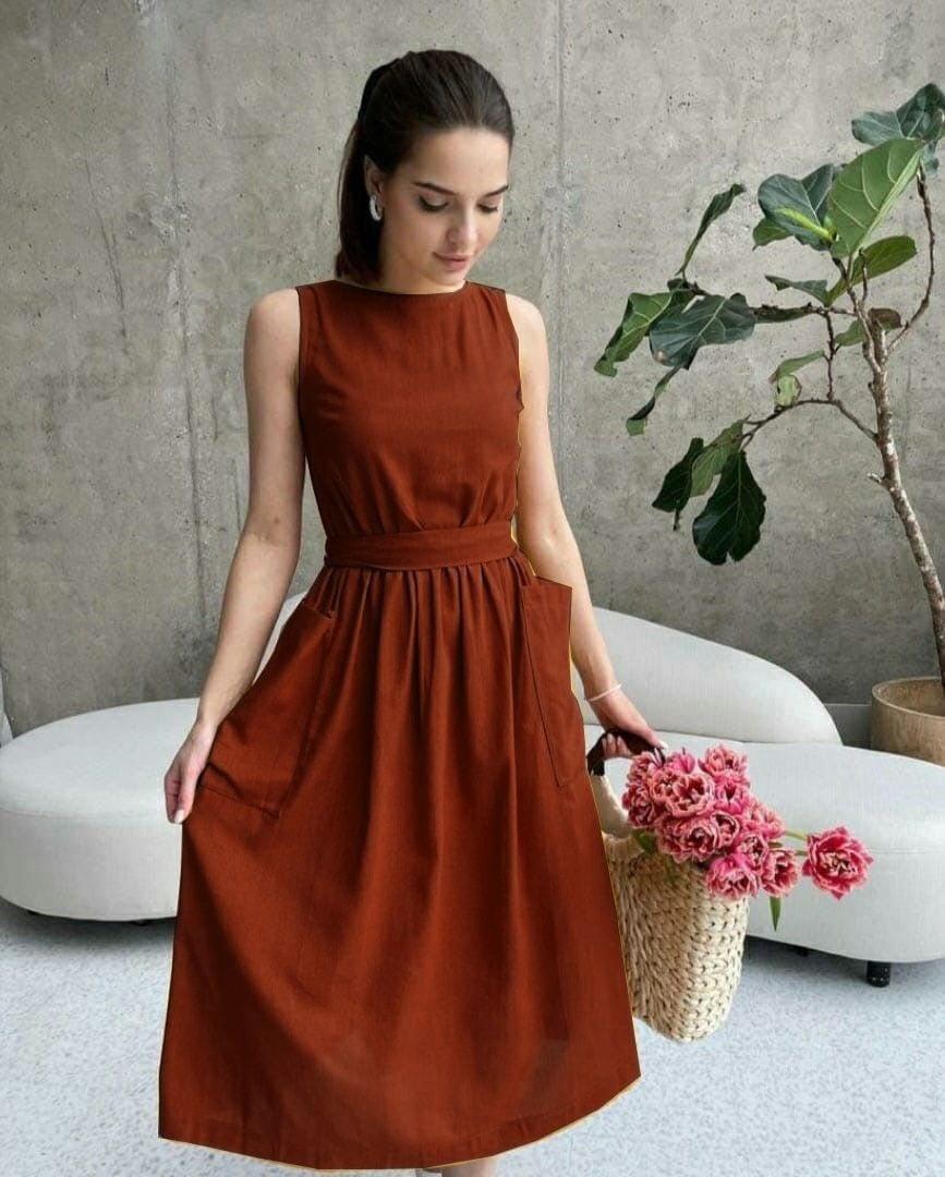 Платье длины миди с накладными карманами
