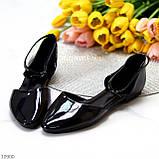 Босоніжки/ балетки жіночі чорні закриті з ремінцем еко лак, фото 5