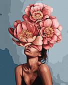 Девушка в цветущих пионах