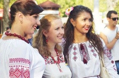У Донецьку масово одягнуть вишиванки