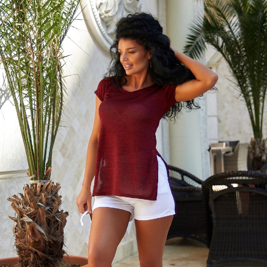 Легкая женская однотонная футболка с разрезами