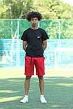 Чорна футболка з логотипом Nike та червоні шорти, фото 3