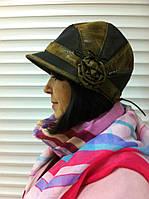 Красивая шляпка жокейка из плащевки с украшением