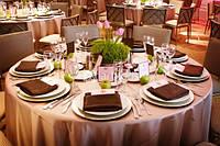 Прокат. аренда свадебных чехлов на стулья, фуршетных юбок, банты на стулья