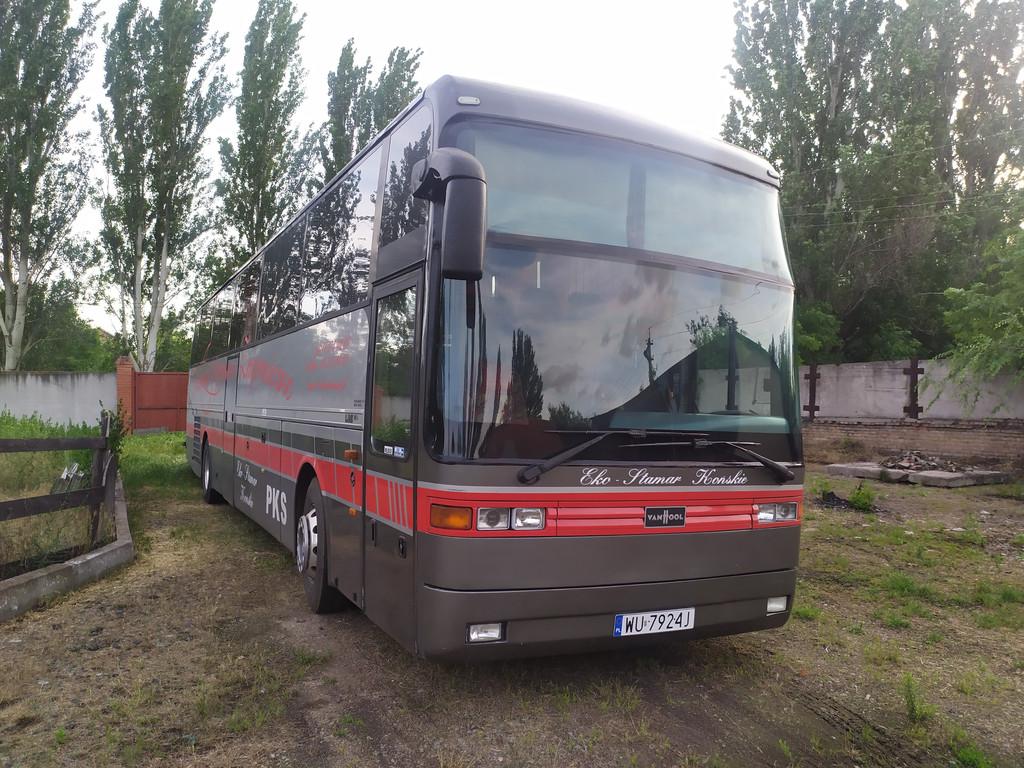 Производство и замена лобового стекла триплекс на автобусе VanHool EOS 90L в Никополе (Украина).