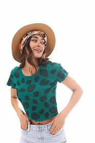 Женская зеленая укороченная футболка с листьями
