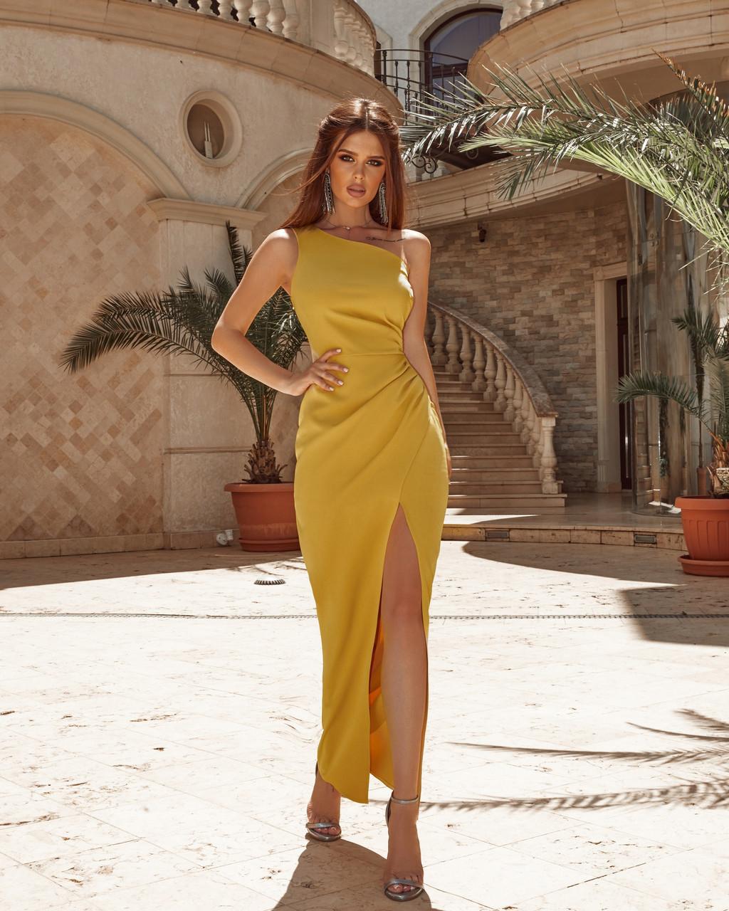 Женское нарядное платье длиною макси с красивым разрезом