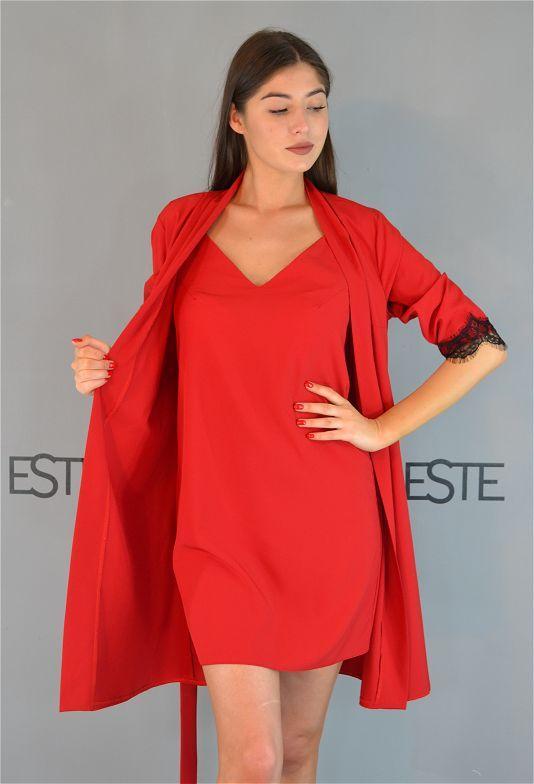 Красный комплект домашней женской одежды халат и пеньюар.