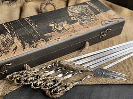 """Подарунковий набір шампурів ручної роботи """"Кабан"""" з вилкою, в розписному буковому кейсі"""