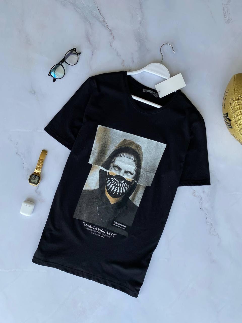 Чоловіча футболка чорна з принтом