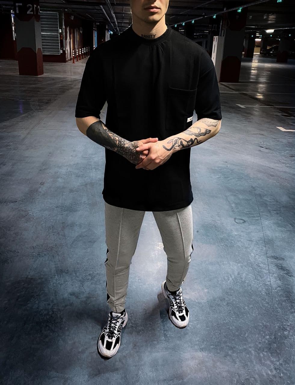 Чоловіча футболка чорного кольору